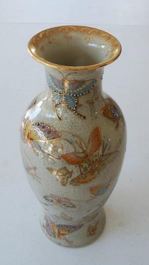 Jarrón Satsuma vintage con mariposa china en porcelana PDKBC